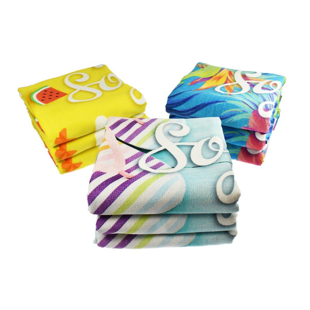 Sporthandtücher, Strandtücher und Badelaken aus Baumwolle mit vollflächigem Allover-Druck